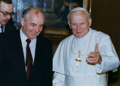 18 Nov 1990, Vatican City, Rome, Italy --- Soviet Premier Gorbachev visits the Pope at the Vatican. He is in Rome to talk with government officials and to receive his Fiuggi prize. --- Image by © Reuters/CORBIS